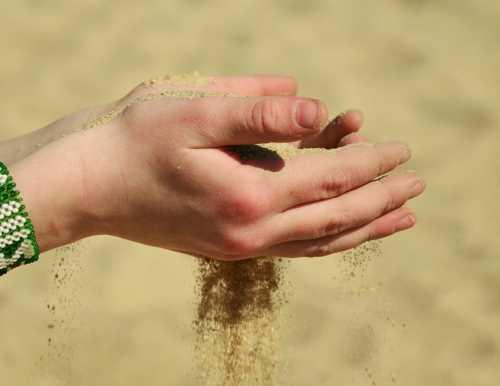 homok_kezben