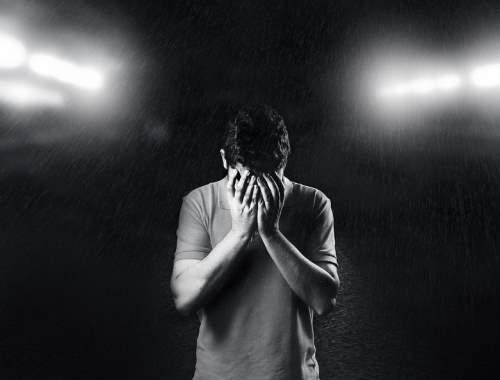 Így hazudunk magunknak észrevétlenül – Az önkorlátozó hiedelmek pszichológiája