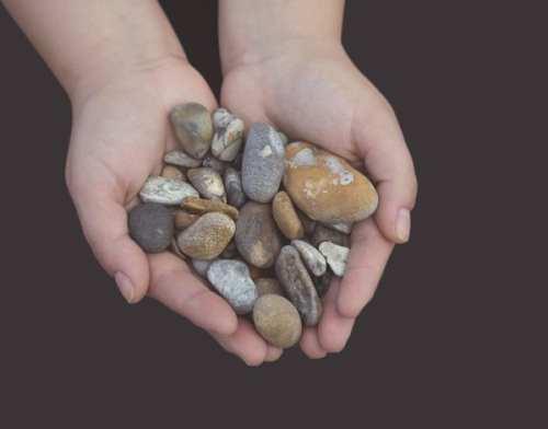 A kisfiú kövei – egy történet a valódi értékekről