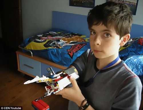 Mindennapi Motiváció – A fiú, aki Lego-ból csinált kart magának