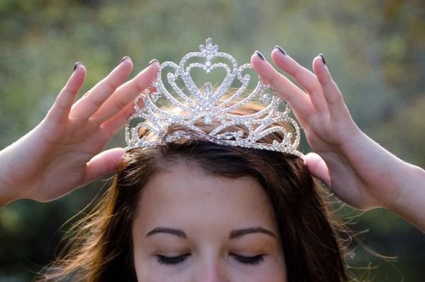 Igazítsd meg a koronádat – avagy az emberi értékeket nem vírus terjeszti